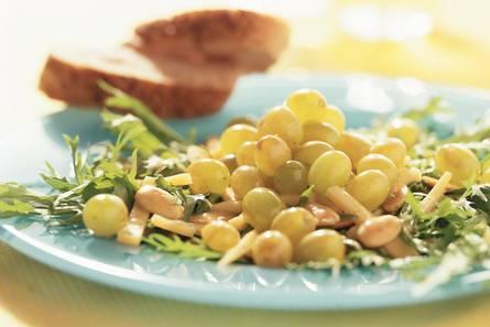 Salade met gebakken druiven en amandelen