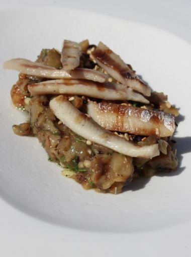 Recept 'sprot met tapenade van aubergine en sesam'