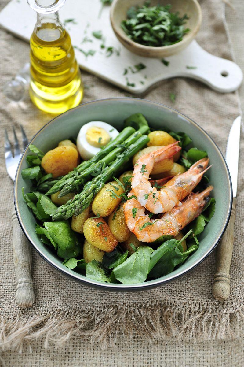 Recept 'salade met krieltjes, grote garnalen en aspergepunten'