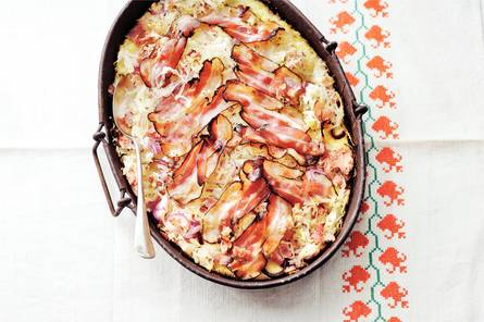 Zuurkool-ovenschotel met ham en spek