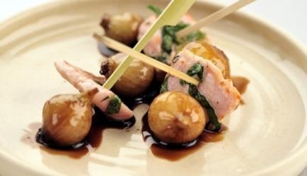 Pinchos van varkensvlees en balsamico-uitjes recept