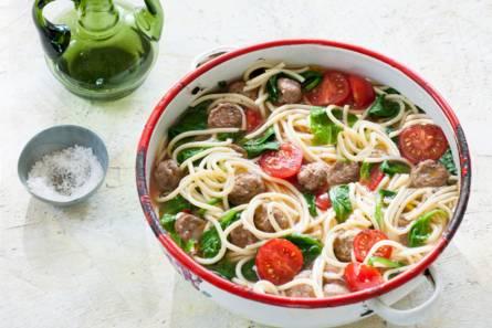 Spaghetti met spinazie, gehaktballetjes en tomaat