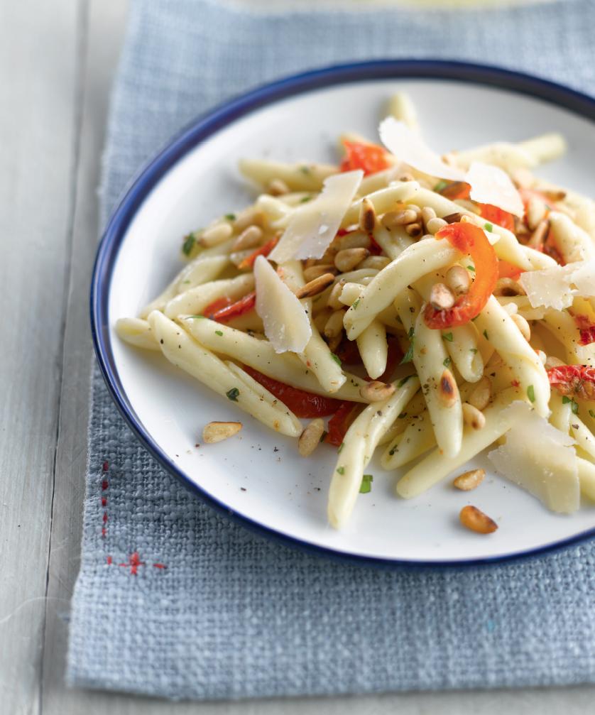 Recept 'trofie met zongedroogde tomaten en basilicum'