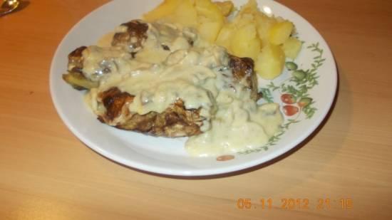 Spitskool-gehaktrolletjes met champignonsaus recept