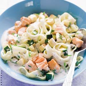 Tagliatelle met zalm en garnalen in roomsaus recept