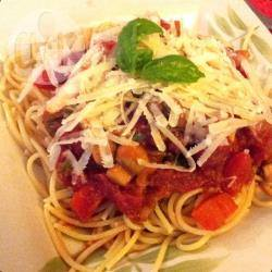 Spaghetti met ui, tomaat en basilicum recept