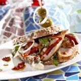 Tapassandwich met varkenssaucijsjes en chorizo recept ...