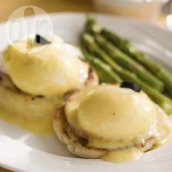 Eggs benedict (gepocheerde eieren en hollandaisesaus) recept ...