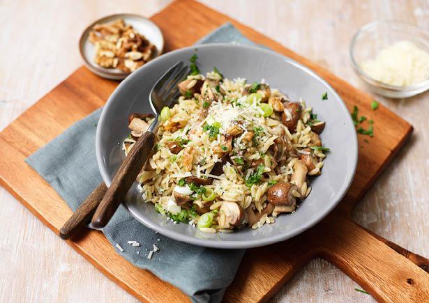 Paddenstoelenrisotto van orzo met knapperige walnoten met     recept