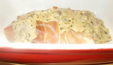 Verrukkelijke kabeljauwfilet in rauwe ham met champignon ...