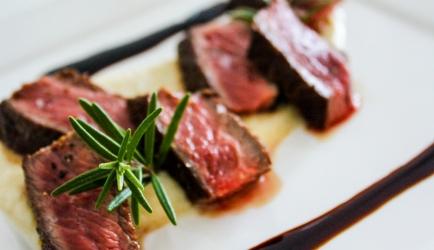 Biefstuk- rode wijnsaus- knolselderijpuree recept
