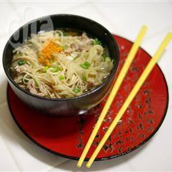 Oosterse gembersoep met varkensvlees recept