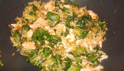 Oosters gekruid rijstpannetje met flower sprouts en zalm recept ...