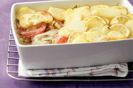 Ovenschotel van koolvis en aardappelschijfjes
