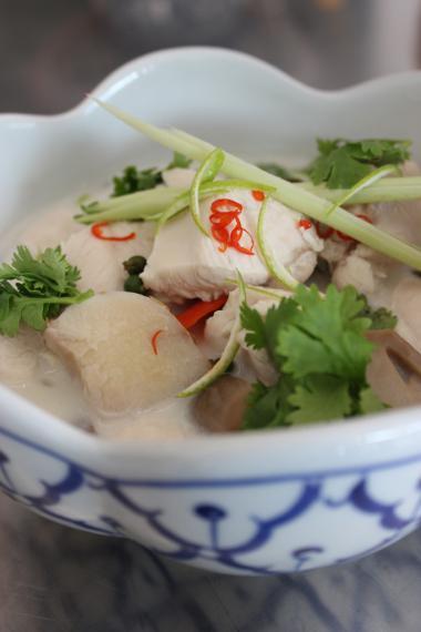 Recept 'kippensoep met thaise kruiden en kokosmelk'