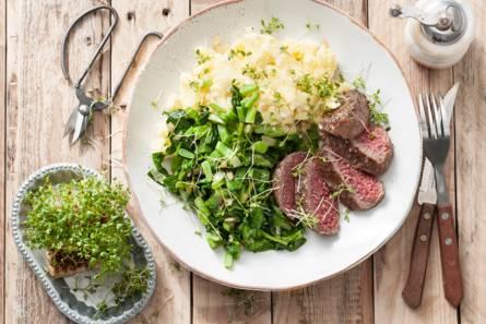 Steak de boeuf met een frisse lentepuree en groenten