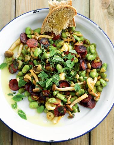 Recept 'warme salade met tuinbonen en chorizo'