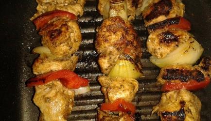 Grieks gegrilde kip souvlaki. weekendhap! recept