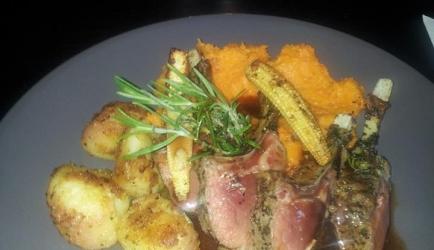 Lamsrack met wortelpuree en roseval aardappelen recept ...