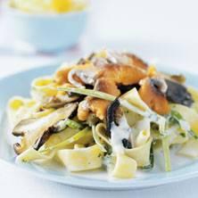 Pasta met zalm en paddenstoelen recept
