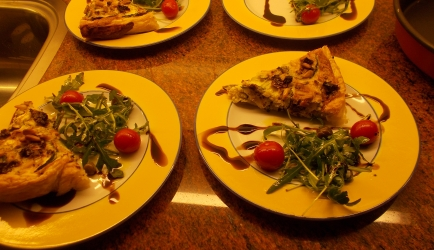 Courgettequiche met geitenkaas gedroogde tomaten en ...