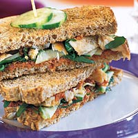 Mediterrane clubsandwich met makreel recept