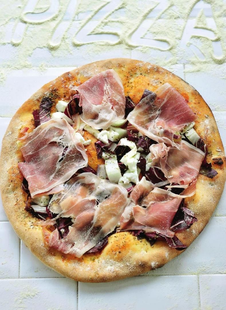 Recept 'pizza met san-danieleham en radicchio'
