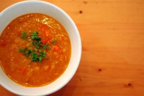 Pittige linzensoep met saffraan recept