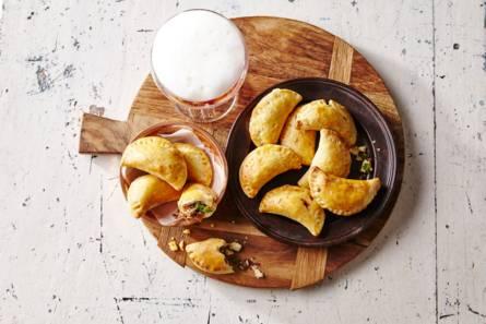 Empanadas met gehakt en serranoham
