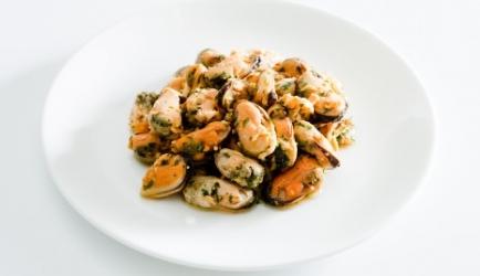 Pittige gegratineerde mosselen met knoflook recept