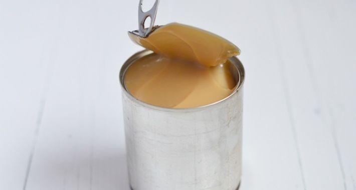 Zo maak je zelf dulce de leche van een blikje gecondenseerde melk