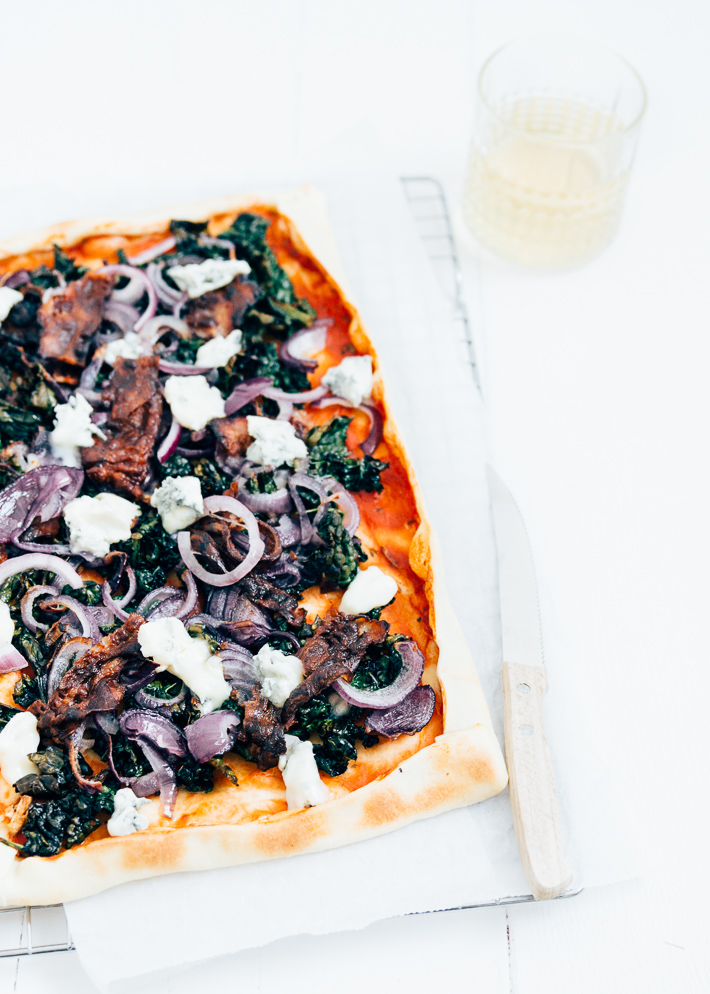 Plaatpizza met cavolo nero & gorgonzola