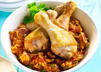Paella met kip en pikante chorizo recept