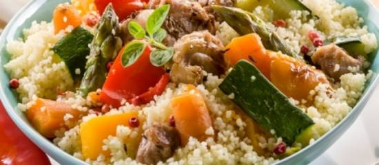 Couscous met geroerbakte groente, feta en kip recept