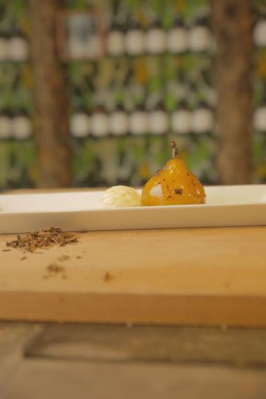 Recept 'gepocheerde peertjes met spicy honingkaramel'