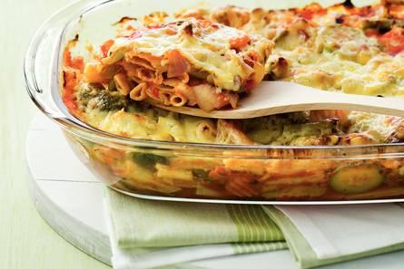 Pastaschotel met italiaanse groente en kaas