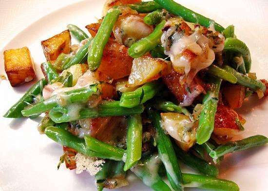 Romige, pittige sperziebonen met aardappel en kaas recept ...