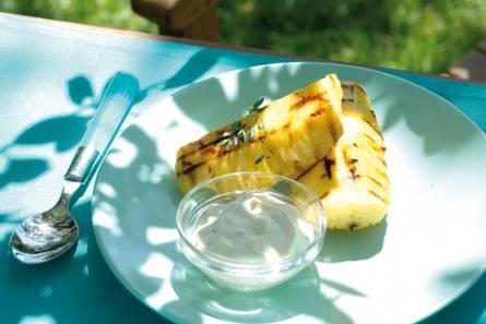 Ananas met vanilleroom en tijm
