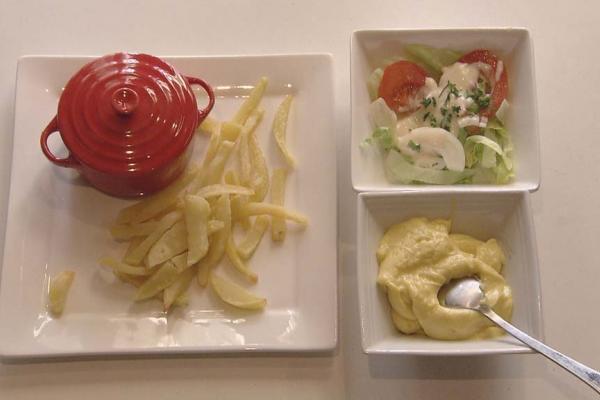 Stoofvlees met verse frieten en salade