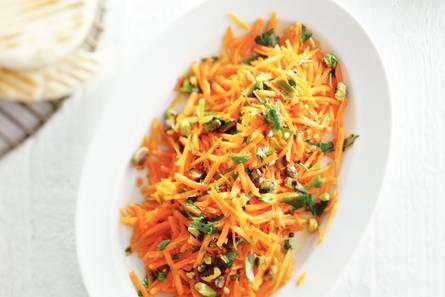 Wortelsalade met gember en pistachenoten