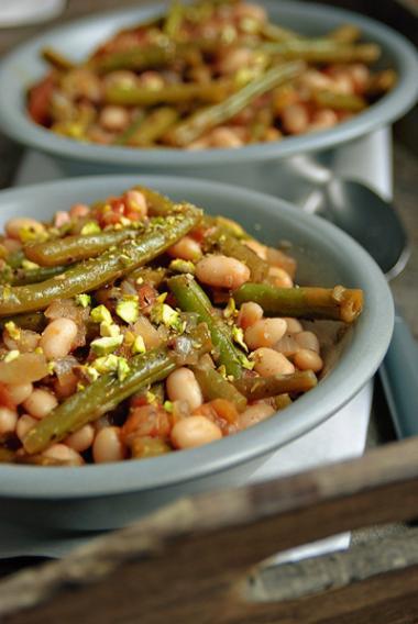 Recept 'gemengde bonenschotel met tomaten en basilicum'