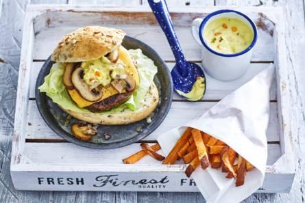 Hollandse cheeseburger met zoete-aardappelfrites