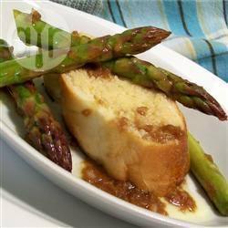 Asperges met geroosterd knoflookbrood en balsamico recept ...