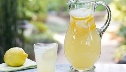 De allerlekkerste homemade citroenlimonade recept