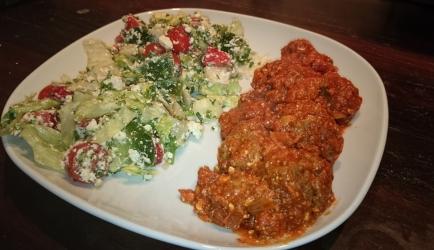 Gehaktballetjes griekse stijl met tomaten feta saus recept ...