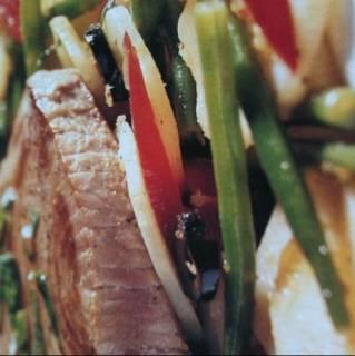 Tonijnsteak op salade van haricots verts en aardappel recept ...