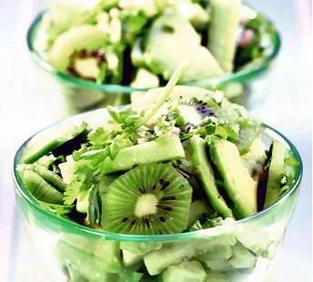 Frisse komkommer met kiwi en avocado recept