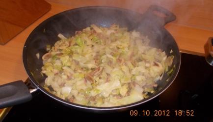 Roergebakken spitskool met kerrie, gehakt en prei recept ...