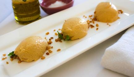 Gezouten caramelmousse geserveerd met olijfolie recept ...