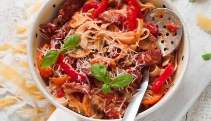 Pasta met paprika-chorizosaus recept
